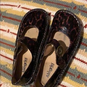 Animal print patent leather clogs